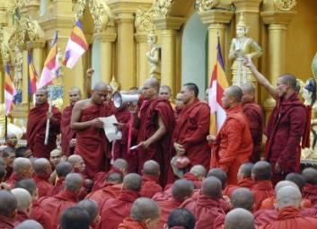 buddhist-monks-burma
